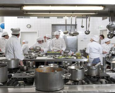 بهداشت فردی کارکنان واحدهای طبخ و تولید مواد غذایی