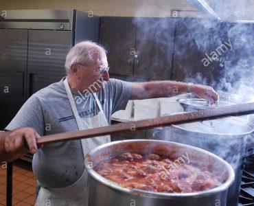 مقایسه دو روش پخت سنتی و صنعتی در آشپزخانههای بزرگ